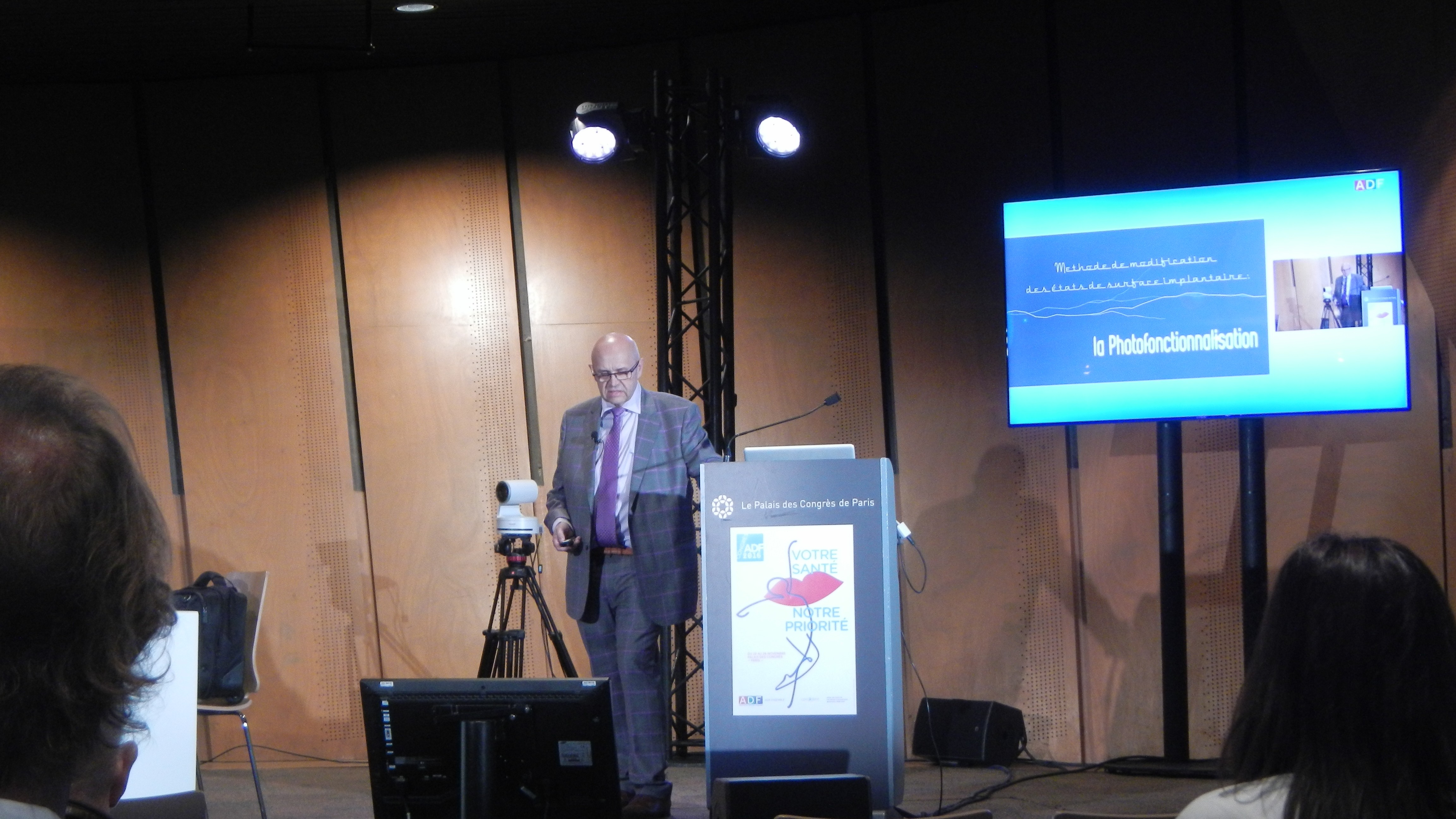 Henry Schein France introducing SuperOsseo to the French market
